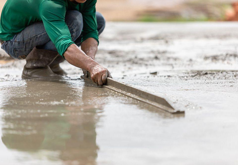 Pulizia pavimenti in cemento
